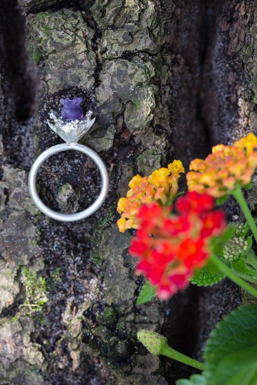Produktfoto Goldschmiedin Schmuck aus Blüten Solveig Linke Maya Meiners photographie