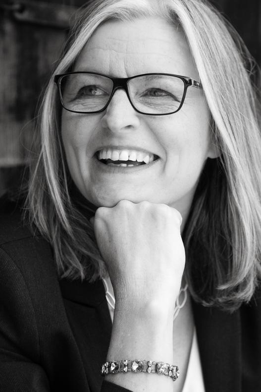 Portrait natürlich Lachen Frau Maya Meiners fotografie